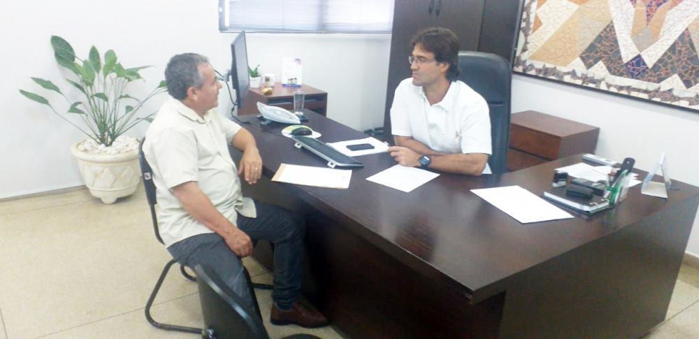 Vereador Elias Divino se reúne com secretário da Saúde, Iraci Neto - Foto: Divulgação