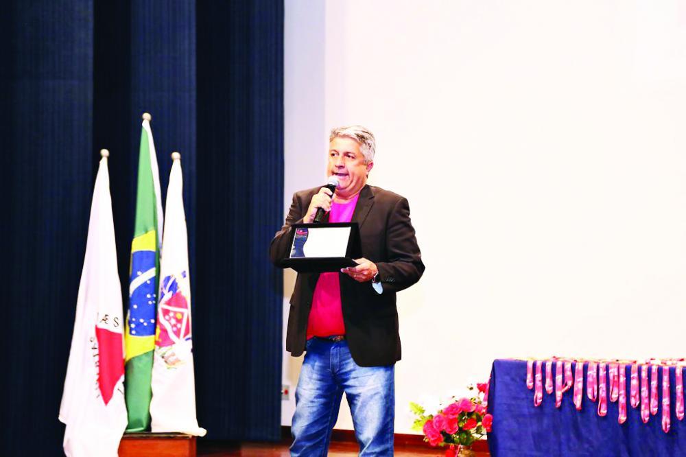 O presidente da Funel, Luiz Alberto Medina, comemora o sucesso das atividades - Foto: Neto Talmeli