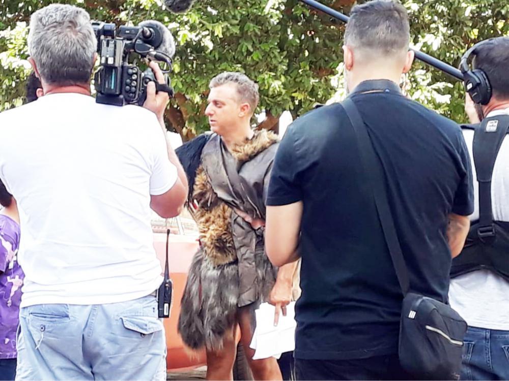 Luciano Huck realizou filmagens do Lata Velha em Peirópolis