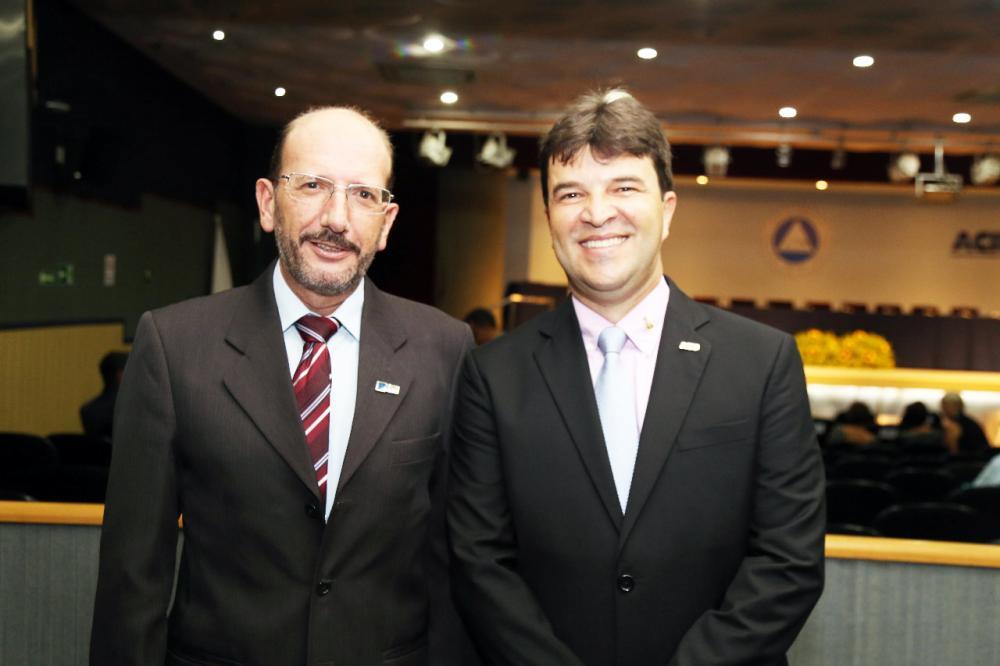 Presidente do CDL Ângelo Crema com o presidente da Aciu Anderson Cadima - Foto: Paulo Lúcio