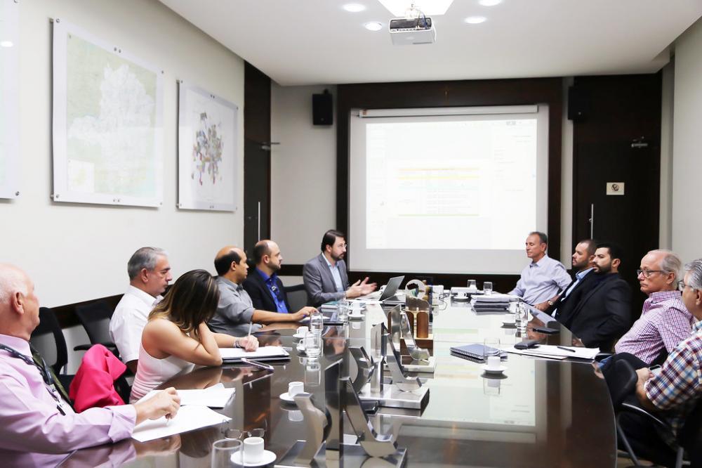 Prefeito Paulo Piau discute a construção de Usina Fotovoltaica