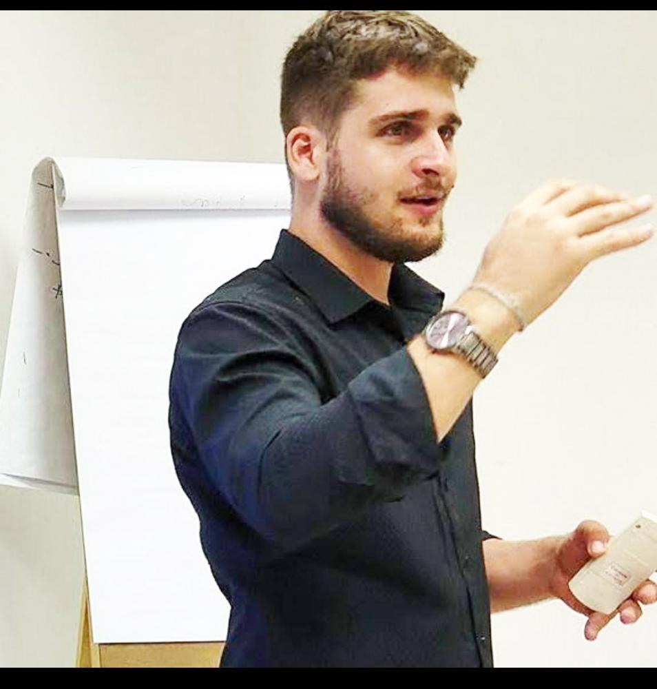 Instrutor de hipnose e hipnoterapeuta Kened França realiza seu trabalho em Uberaba e região para melhorar a vida das pessoas - Foto: Divulgação