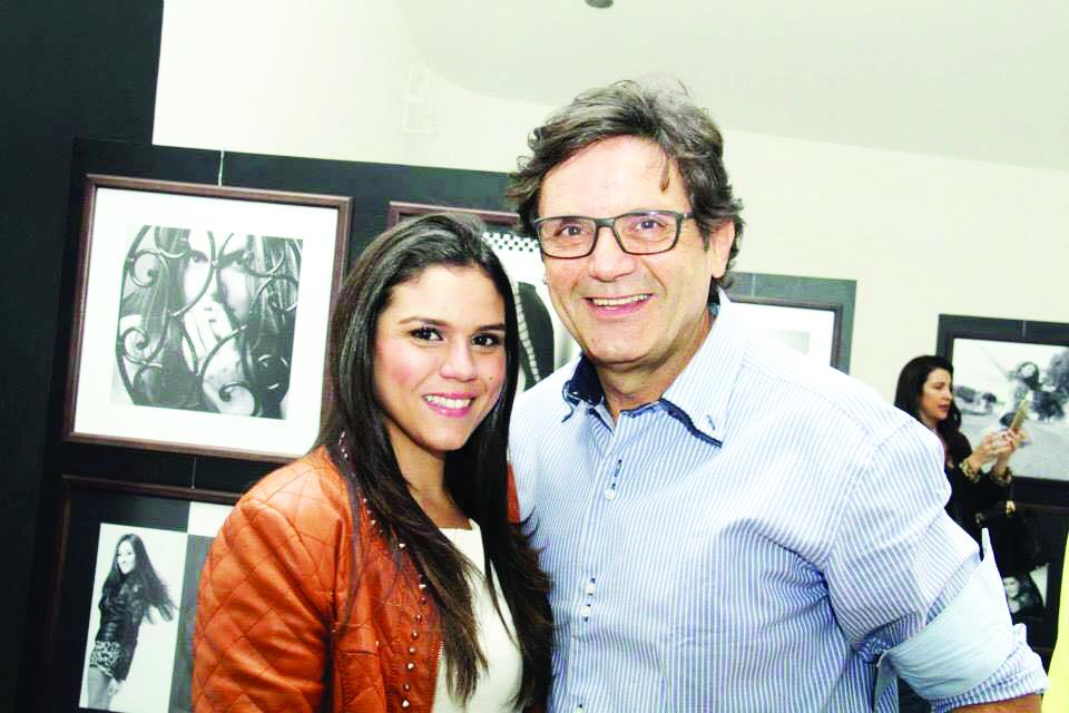 O talentoso artista da fotografia Ramon Magela homenageado de ontem, pelo aniversário, na foto ele e sua filha Babi Magela, sua parceira profissional