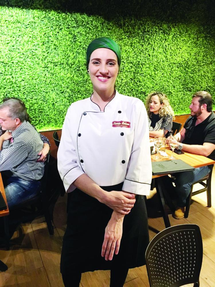 A Master Chef Manoela Lebron assina o novo cardápio do Santa Brasa no Shopping Uberaba e esteve na casa para o lançamento!
