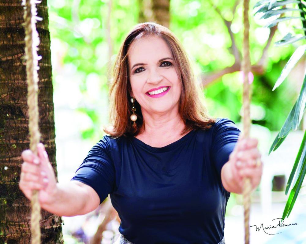 A talentosa professora de música Rosana Pontes Prata Oliveira Santos é aniversariante homenageada de hoje - Foto: Marise Romano