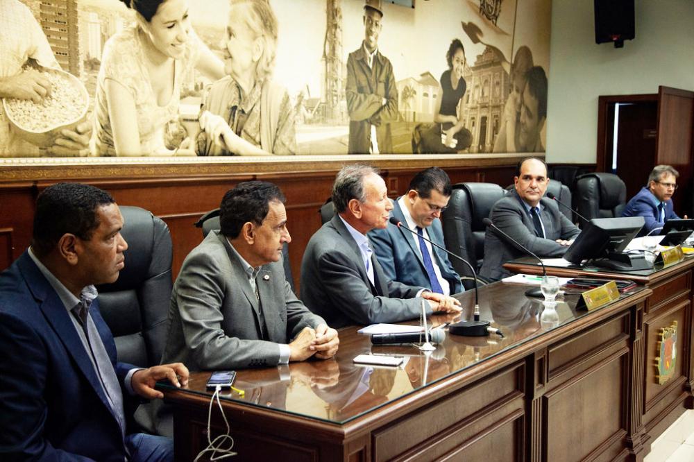 Prefeito Paulo Piau participou da reunião ordinária de ontem na Câmara - Foto: Rodrigo Garcia/CMU
