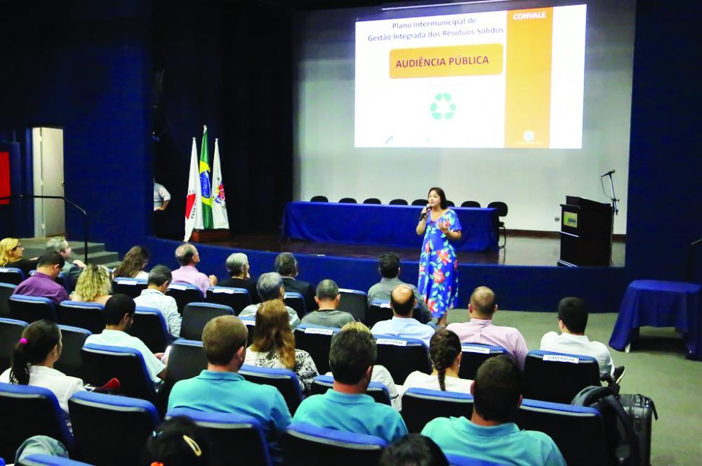Debate do Plano Intermunicipal de Gestão Integrada de Resíduos Sólidos - Foto: André Santos/PMU