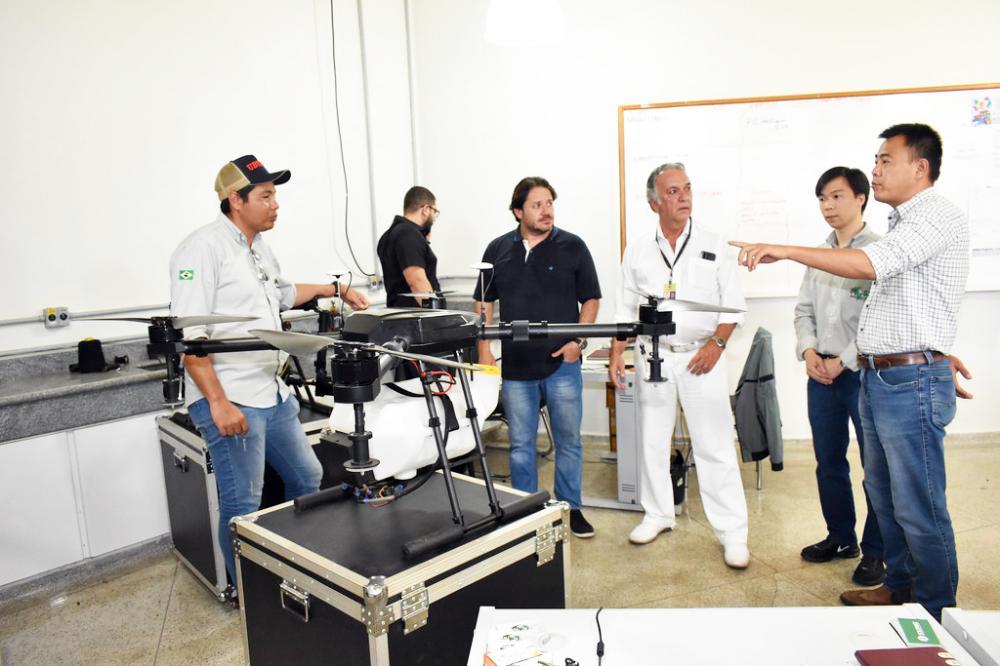 Prefeitura de Uberaba busca parceria junto à empresa chinesa Shennong Drones no combate a dengue - Foto: Marco Aurélio/PMU
