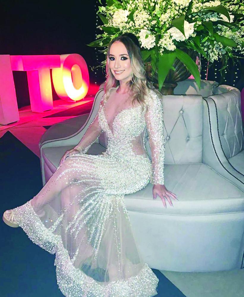 Maravilhosa, Melissa Ribeiro Vilela em noite de gala e comemoração pela sua formatura em Direito, parabéns e sucesso!