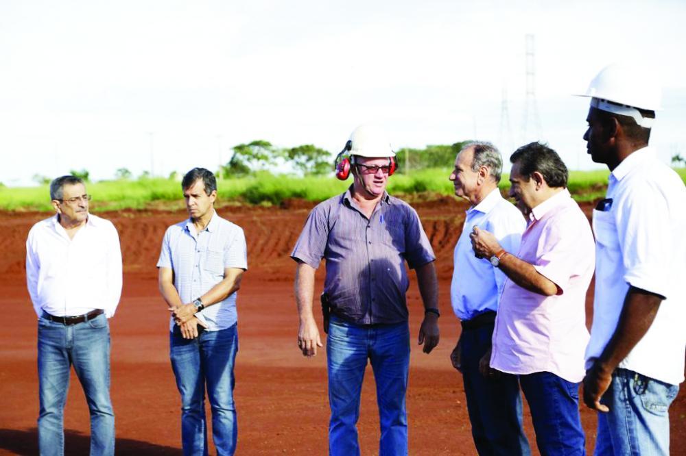 Prefeito Paulo Piau e secretários estiveram acompanhando o andamento de obras - Foto: Fernanda Borges/PMU
