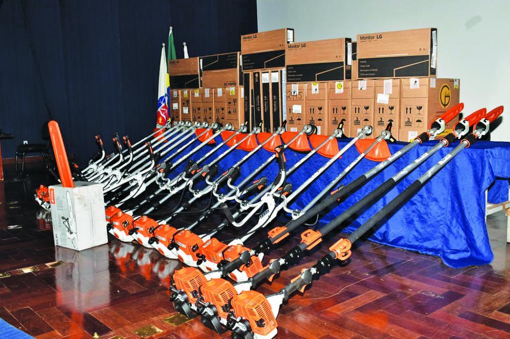 Prefeitura recebe equipamentos do Ministério Público para utilização da secretaria de serviços urbanos e obras