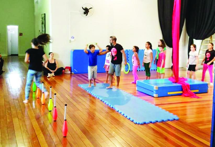 Com inscrições abertas, as aulas de circo são para alunos a partir de sete anos de idade - FOTO: DIVULGAÇÃO