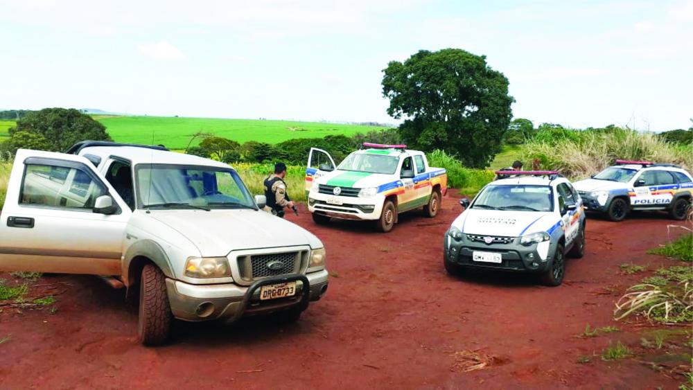 Bandidos foram capturados após cerco policial por cão da Rocca - Fotos: Juliano Carlos