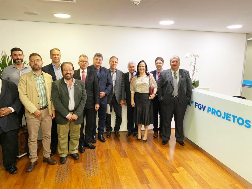 Com o prefeito Paulo Piau, Marco Túlio Paolinelli da Agronelli, representante da Câmara de Comércio e Indústria Brasil/Moçambique, da Embrapa, Epamig, Fazu e Uniube