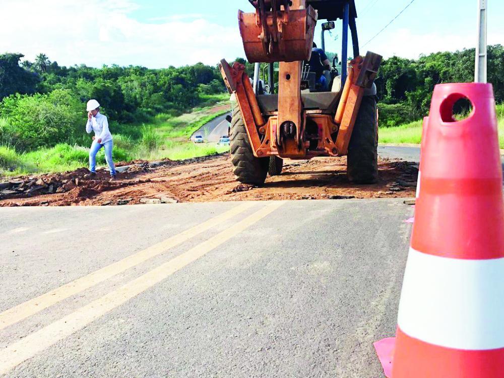 Prefeitura de Uberaba deu início ontem, as obras de recapeamento da entrada do Residencial Girassóis III - Foto: Divulgação/PMU