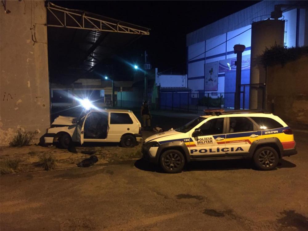 Bandidos bateram o carro durante a fuga - Foto: Juliano Carlos