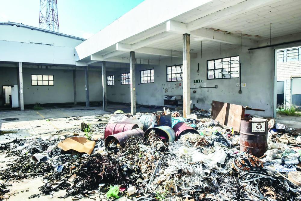 Prefeitura realiza intervenção no prédio fechado da Botinas Uberabão - Foto: André Santos/PMU