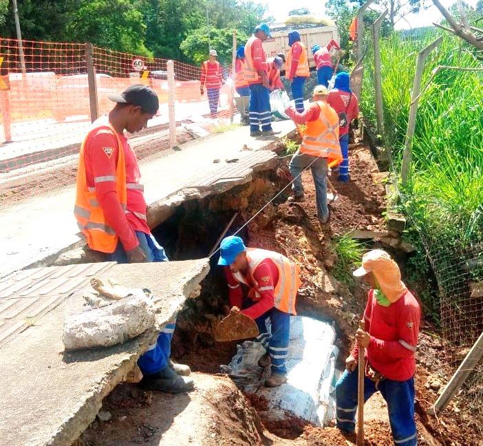 Departamento trabalha para restabelecer o tráfego nas rodovias estaduais; apenas dois de nove trechos afetados ainda têm interrupção - Foto: Divulgação/DER-MG