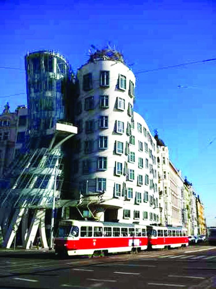 Pós-moderna, a Casa Dançante destaca-se na cidade - Foto: Carlos Altman/EM/D.A Press