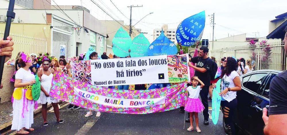 Bloco Maria Boneca desfilou ontem pelas ruas de Uberaba - Foto: Divulgação/PMU