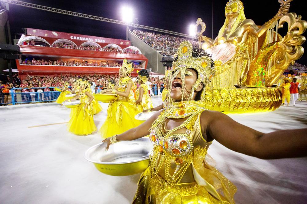 Ode à cultura popular baiana e poder feminino marcaram o desfile da escola, que contou a história das Ganhadeiras de Itapuã - Foto: Marcelo Brandt/G1