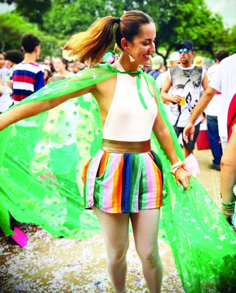 Michelle Dorça levou toda sua beleza e alegria para a praça Jorge Frange no animado bloco LaBatuque