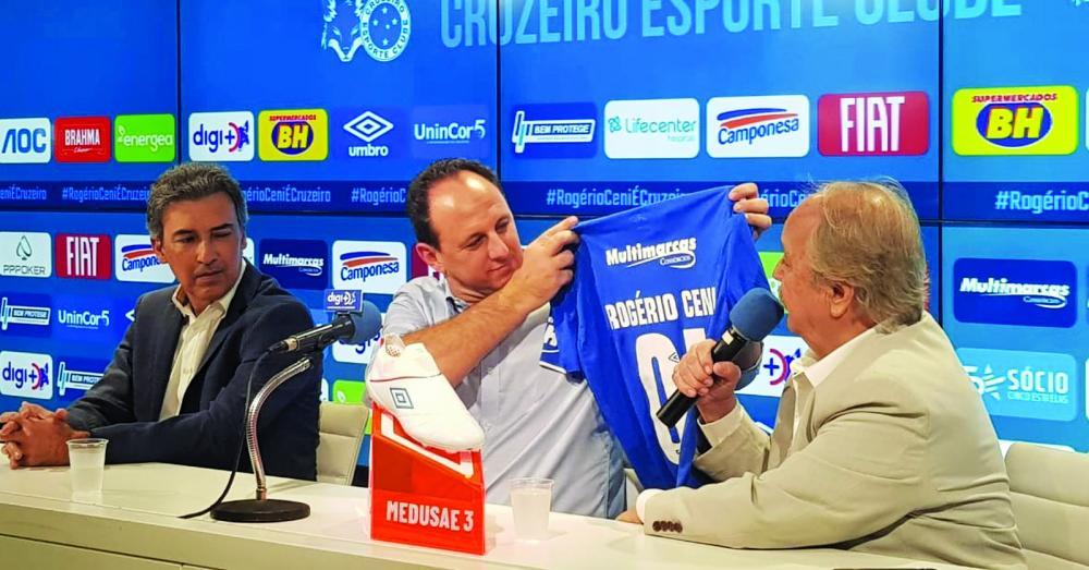 Treinador, que estava no Fortaleza, assume vaga deixada por Mano, na semana passada, e mira, também, recuperação no Brasileiro, competição em que o time está na zona de rebaixamento