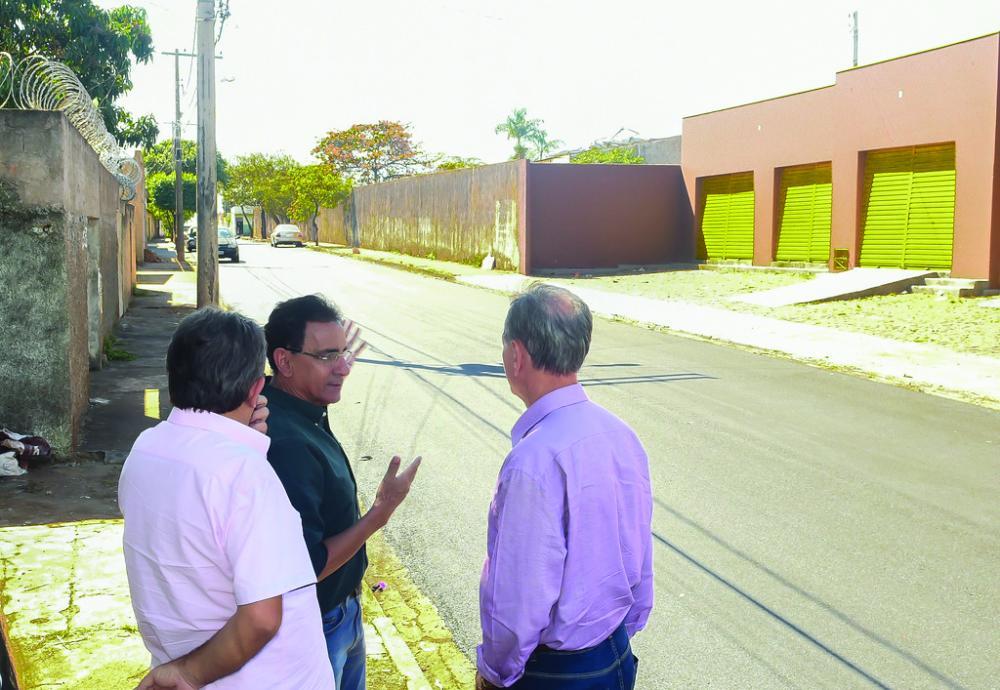 Prefeito Paulo Piau esteve visitando obras em andamento por toda Uberaba