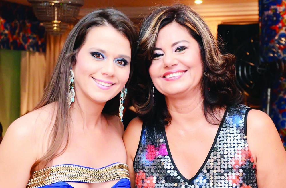 Adriana Lyrio e sua filha Marina, aniversariantes do dia 9 de março, recebem hoje familiares e amigos em clima de dupla comemoração