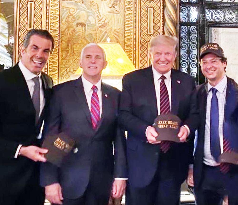 Fabio Wajngarten (dir.) em foto com Donald Trump na visita que Bolsonaro e sua comitiva fizeram à Flórida no último fim de semana - Foto: Redes Sociais