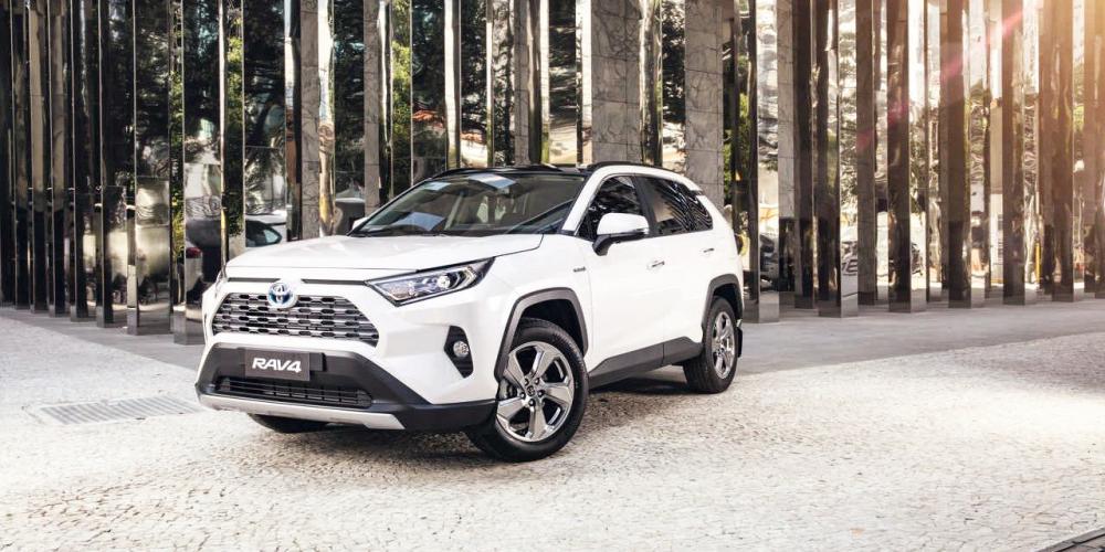 Com um motor a combustão e três elétricos, SUV atinge potência total de 222 cv - Foto: Divulgação/Toyota