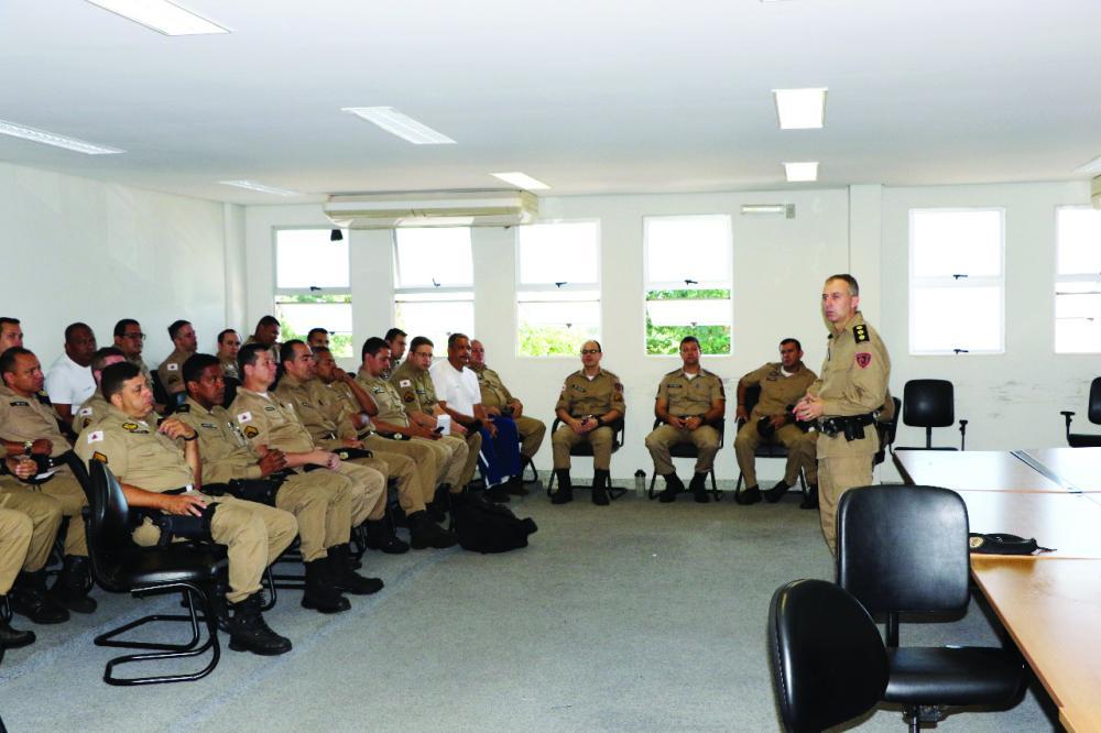 Comandante da 5ª RPM reuniu militares para tratar sobre a pandemia do coronavírus - Foto: Sérgio Teixeira/PMMG