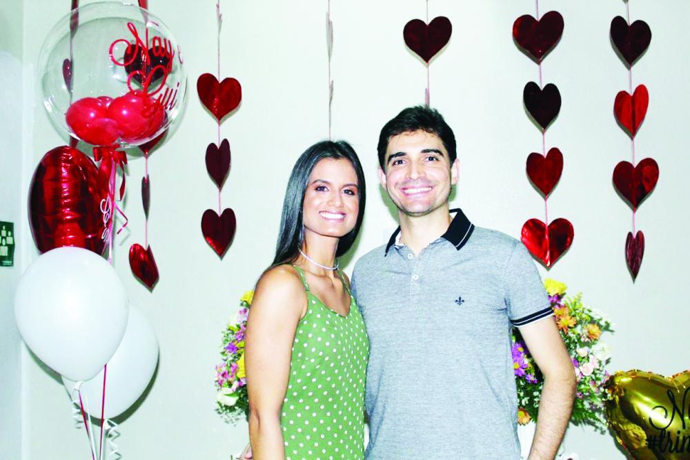 Comemoração dupla para Nayara Passos Alves e Guilherme da Veiga Pimenta. No sábado (07) aconteceu a comemoração de aniversário dela e o chá bar do casal que subirão ao altar no dia 30 de maio.