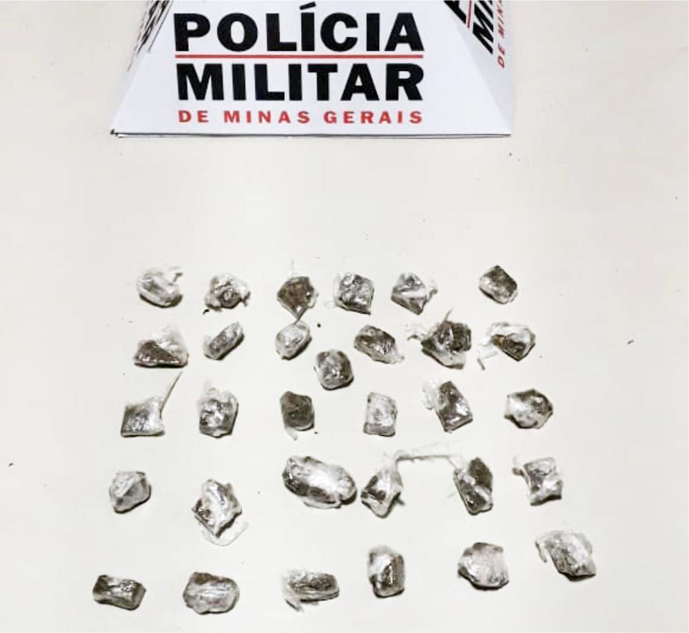 O suspeito, detido com o material, confirmou se tratar de maconha - Foto: Divulgação