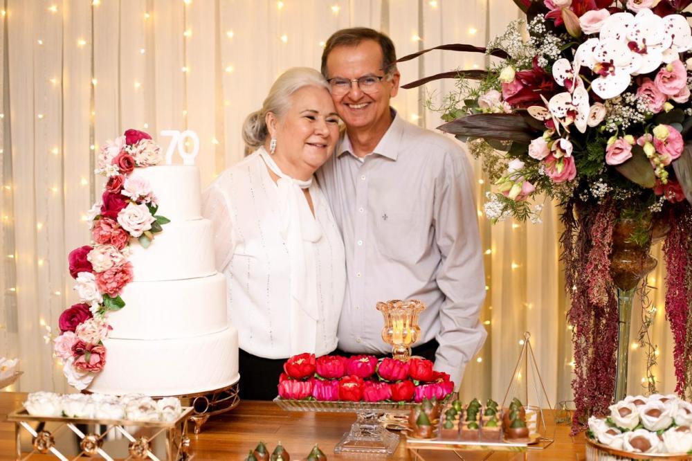 A uberabense Sandra Borges de Lima, nas comemorações dos seus 70 anos em Brasília, ao lado do marido o médico Benicio Oton de Lima, que é referência na capital federal na área da Neurocirurgia pediátrica