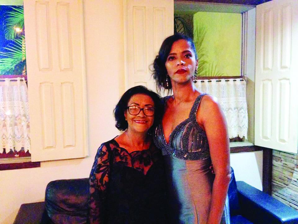 Lindas e amadas. Vera e Débora Vieira são mulheres incríveis. Inteligentes, pioneiras, determinadas, construtoras. Mãe e filha, juntas numa missão de amor sem igual. Débora faz mais um aniversário comemorando uma vida plena. Parabéns!