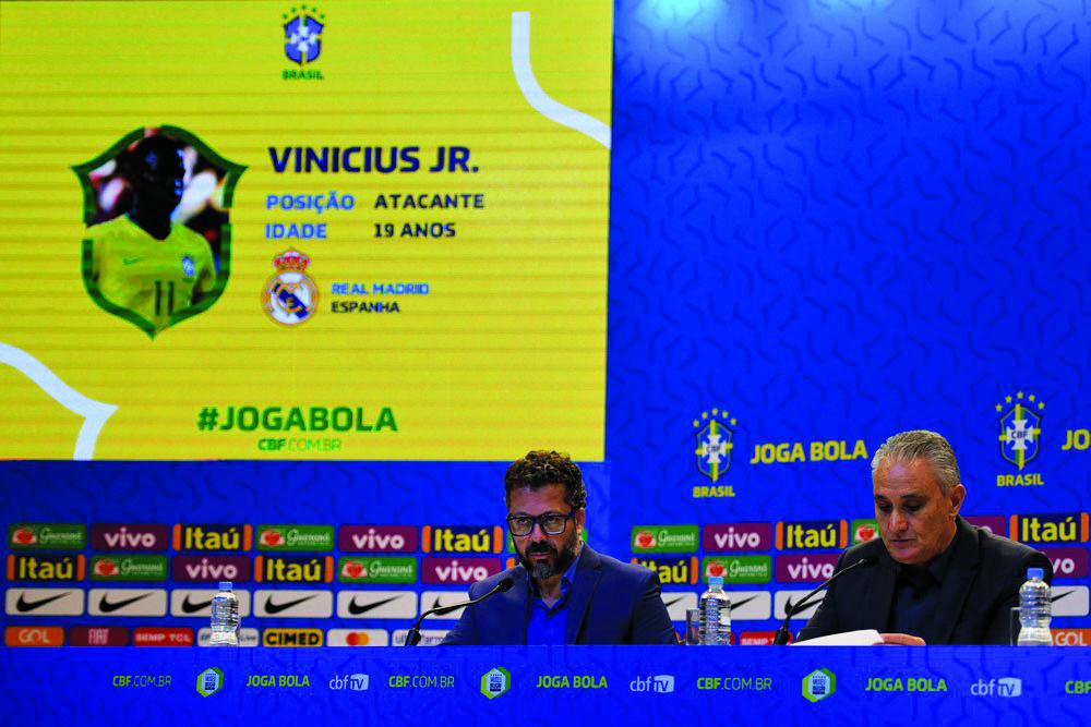 Tite, técnico da seleção, anuncia a convocação da seleção