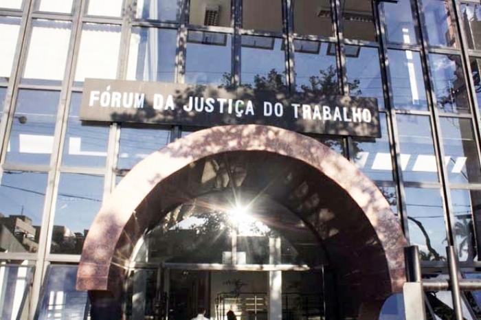 A Justiça do Trabalho em Uberaba tinha leilão programado com oferta de imóveis, veículos e outros bens