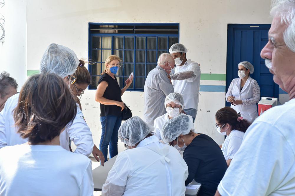 A alta procura dos idosos no primeiro dia resultou no esgotamento das vacinas - Foto: André Santos/PMU