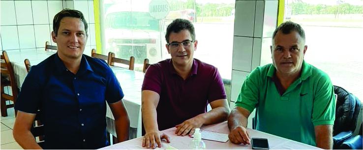 O presidente do PDT Uberaba filiou na manhã de ontem os pré-candidatos Paulistão e Kaká Souza - FOTO: Divulgação