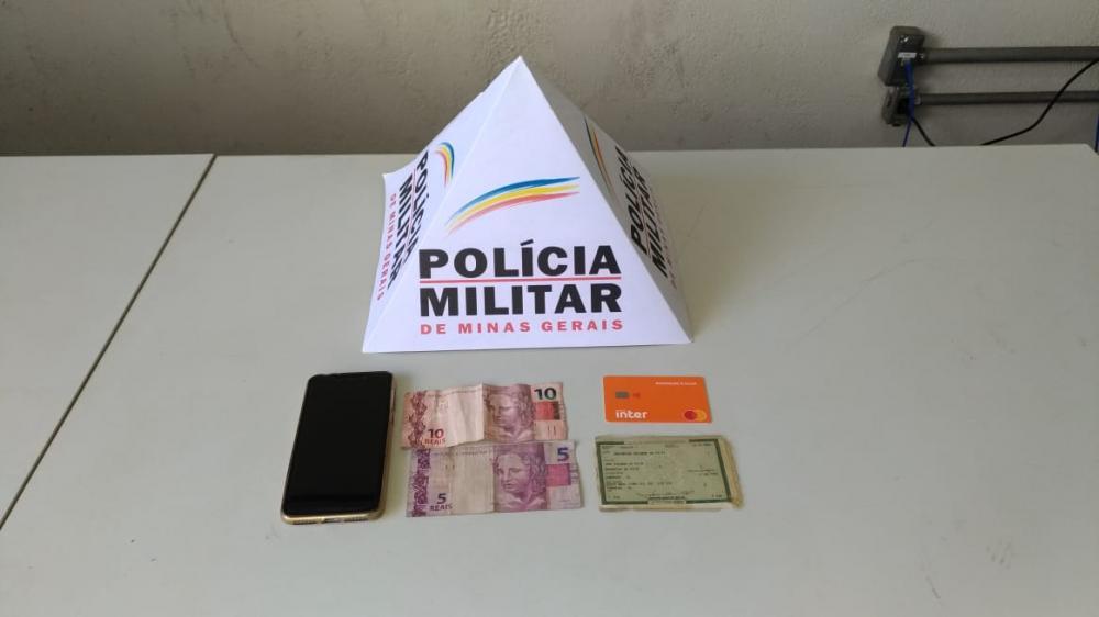 Material que se encontrava em posse de autor de roubo, praticado no Cândida Mendes