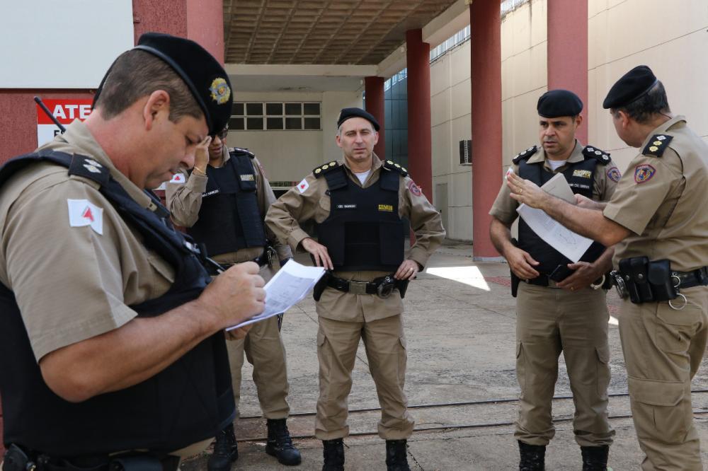 Comandante Robson Garrido, falou com a tropa, da importância dessa operação - Foto: Sérgio Teixeira/PMMG