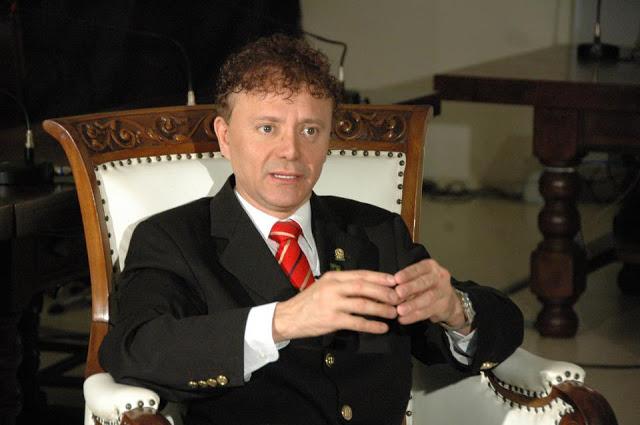 Com mais de duas décadas na vida pública, jornalista garante estar preparado para ser prefeito de Uberaba - Foto: Divulgação