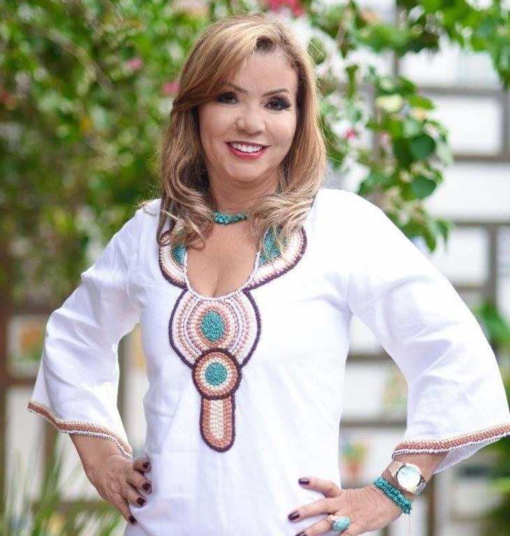 A elegante e solidária Maria de Lourdes Costa Fernandes recebe cumprimentos e homenagens pelo aniversário no dia 9 de abril - Foto: Marise Romano