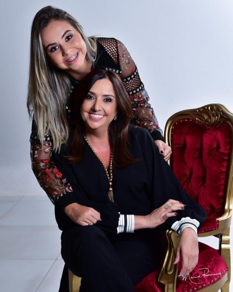 A empresária Isméria Junqueira Caetano vai passar seu aniversário ao lado da filha Ana Carolina, no dia 13 de abril.