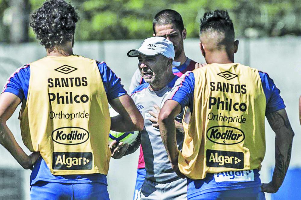 Sampaoli comanda treino no Santos