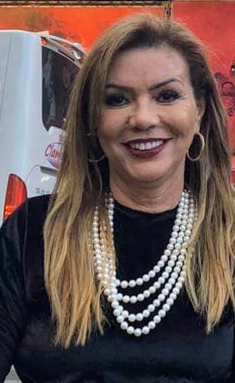 A solidária Maria de Lourdes Costa Fernandes, aproveita a quarentena para exercitar seu talento e ajudar o próximo. Ela já confeccionou dezenas de peças artesanais, que serão vendidas, para a aquisição de gêneros alimentícios para os mais carentes